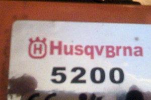 Поддельный логотип Husqvarna, красного цвета