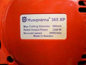 Табличка на поддельной бензопиле Husqvarna 365XP