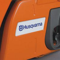 Логотип Husqvarna на крышке сцепления