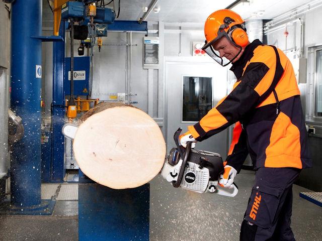 Демонстрация возможностей бензопилы Stihl Carbon Concept [фото: stihl.de]